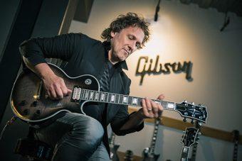 インタビュー: デフレパードのヴィヴィアン・キャンベルが語るVivian Campbell Signature Gibson Les Paul Custom