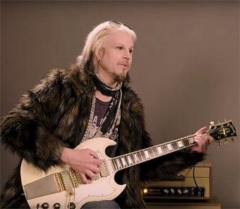 要注目: John 5による名器の試奏 <Jimi Hendrix's SG Custom & Paul Kossoff's 57 Les Paul Jr>