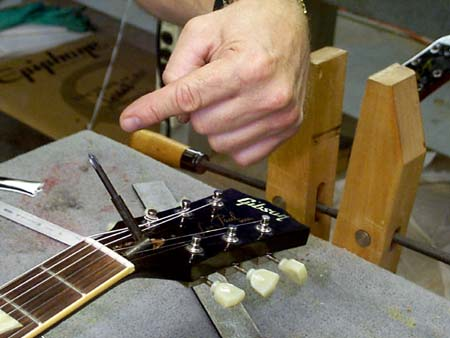 Gibson Guitars - Basic Guitar Setup - Truss rod adjustment