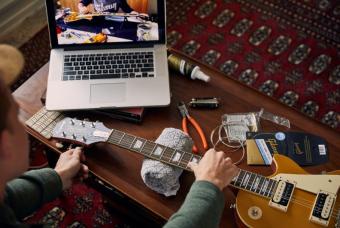 【ギブソン・ジャパン ギターテックによる ビギナー向けスタートアップガイド】番外編 ロック式トレモロ・ユニット(フロイド・ローズ)搭載エレクトリックギター弦交換方法
