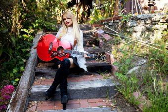 ギブソンから、オーストラリア出身の女性ギタリスト オリアンティの 新作シグネチャー・モデル『Orianthi SJ-200』がリリース